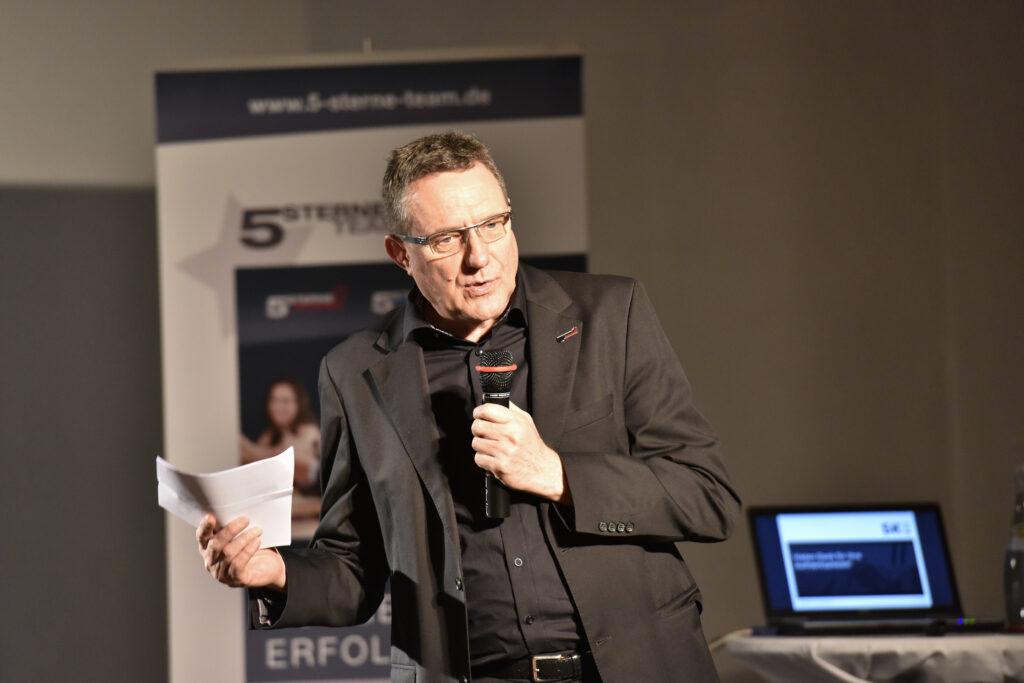 Heinrich Kürzeder bei einem Vortrag bei der GSA