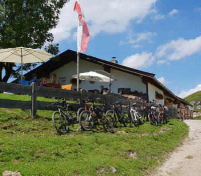 Urige Almhütte in Tirol